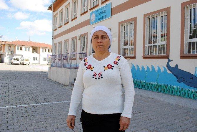 Murat Okusun Diye Okulda Nöbet Tutuyor