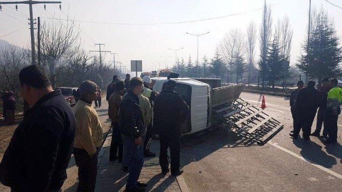 Suriyelileri Taşıyan Minibüs Kaza Yaptı: 1 Ölü, 14 Yaralı