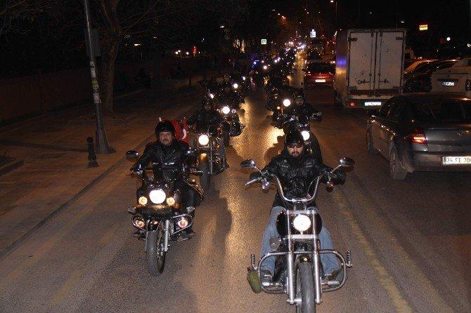 300 Motor Tutkunundan Çanakkale'ye Saygı Sürüşü