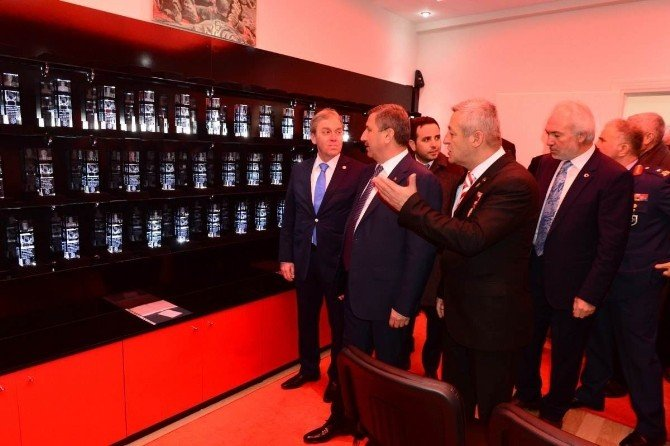 Şehit Ve Gazilerin Bilgilerinin Kristallere İşlenmiş Halinin Sergilendiği Müze Ziyaret Açıldı