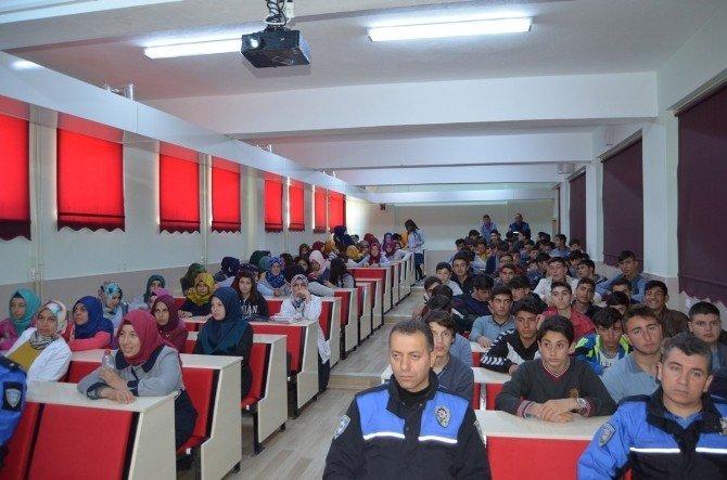 Toplum Destekli Polisler Öğrencileri Bilgilendiriyor
