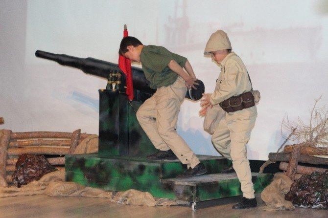 Öğrenciler Çanakkale'yi Canlandırdı