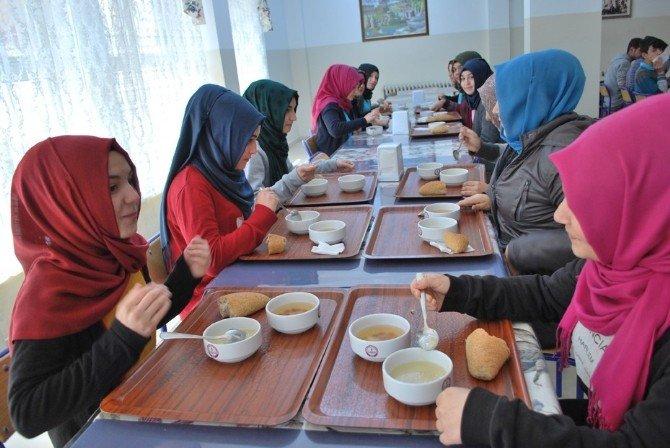 Öğrencilere Çanakkale Savaşı'nın Menüsü İkram Edildi