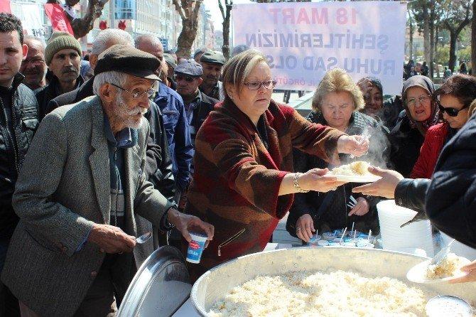 Uşak CHP, Çanakkale Zaferi'ni Pilav Ve Ayran Dağıtarak Kutladı