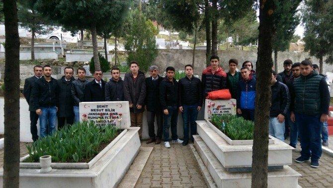 Kredi Yurtlar Kurumu Öğrencilerinden Şehitliğe Ziyaret
