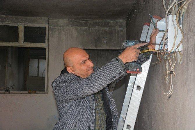 Şehzadeler'den Evi Yanan Aileye Destek