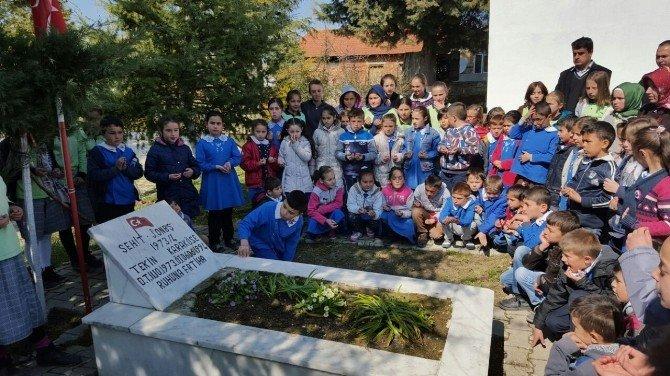 Öğrenciler, Şehit Onbaşı Tekin Karaköse'nin Kabrini Ziyaret Etti