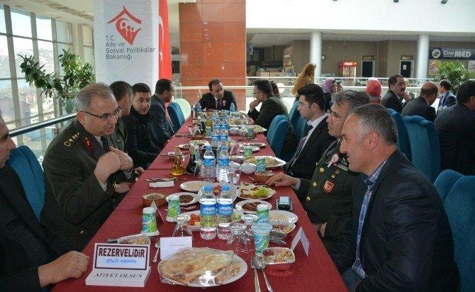 Tatvan'da Şehit Yakınları Ve Gazilere Yemek Verildi