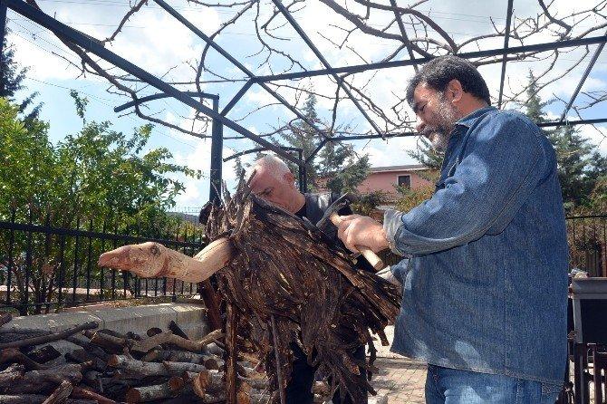 Ağaç Dalları Hünerli Ellerde Hayat Buluyor