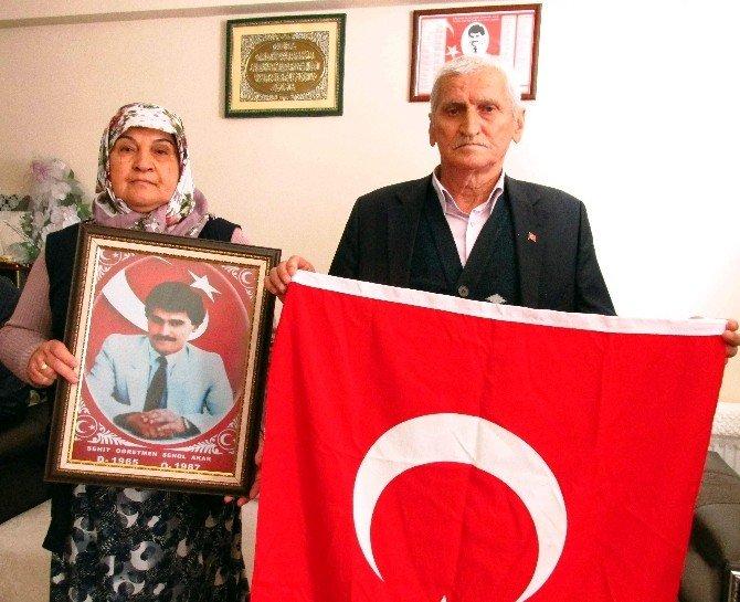 Efeler AK Parti, Türkiye'nin İlk Öğretmen Şehidinin Ailesini Ziyaret Etti