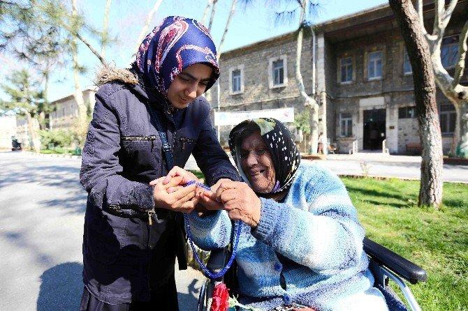 Engelli Kursiyerler, Darülaceze'deki Yaşlıları Ziyaret Etti
