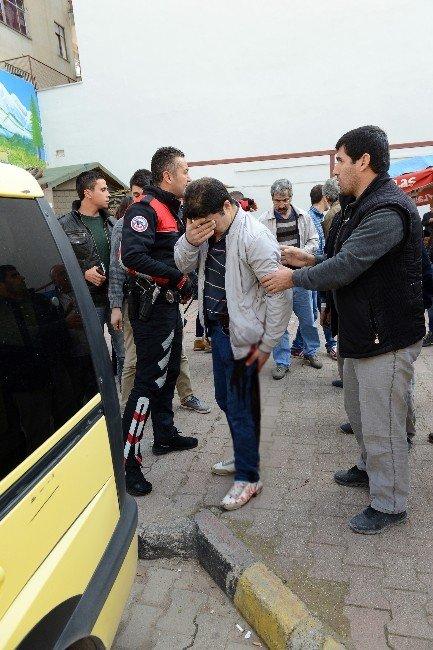 Antalya'da Bıçaklı Kavga: 1 Ağır Yaralı