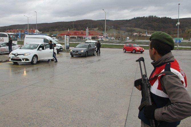 Bolu'da TEM Otoyolu Ve AVM'lerdeki Araçlar Didik Didik Aranıyor