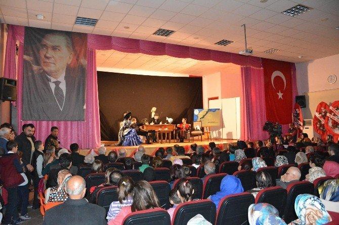 """""""Çanakkale Destanı"""" Niksar'da Sahnelendi"""