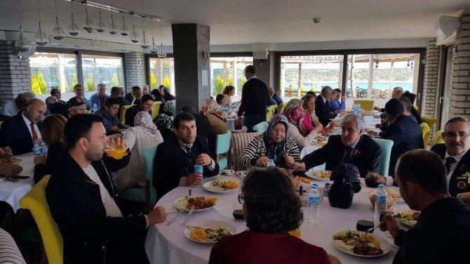 Didim Protokolü Şehit Aileleri Ve Gazilerle Yemekte Bir Araya Geldi