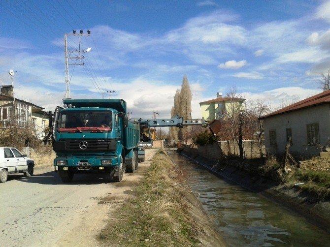 DSİ'den Sulama Kanalı Temizliği