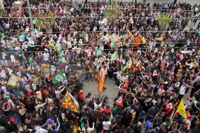 İstanbul'da Patlama Oldu, HDP Mersin'de Nevruz'u Kutladı
