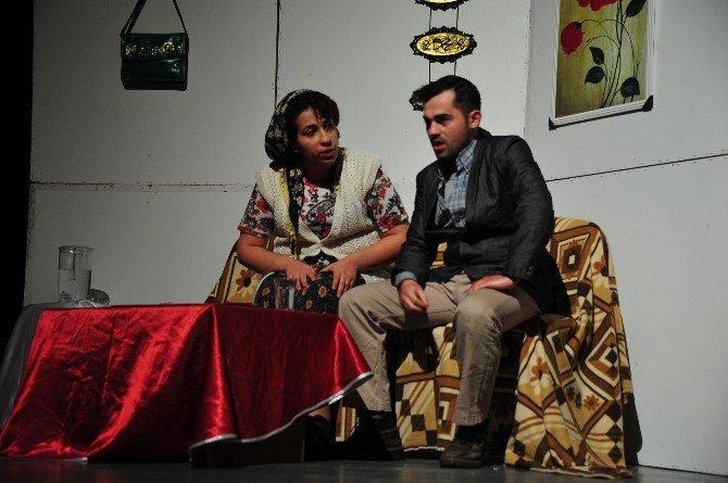 """Karaman'da """"Sahte Cennette'ki Sessiz Çığlık"""" İsimli Tiyatro Oyunu"""