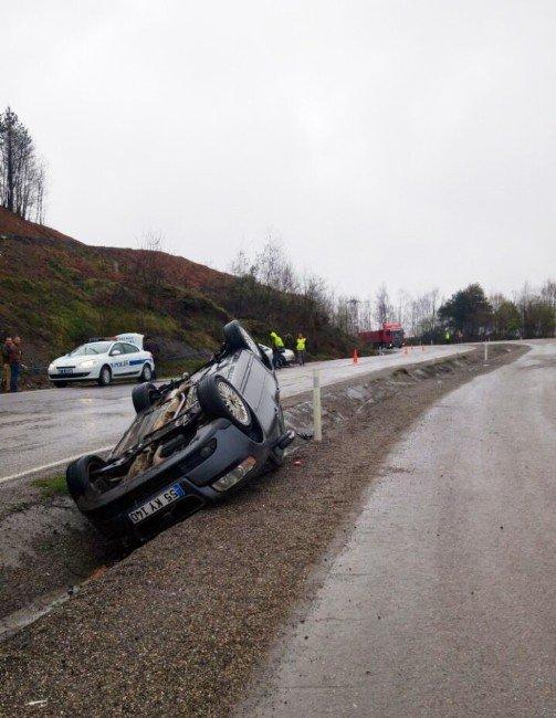 2 Otomobil Takla Atıp Su Kanalına Düştü: 5 Yaralı