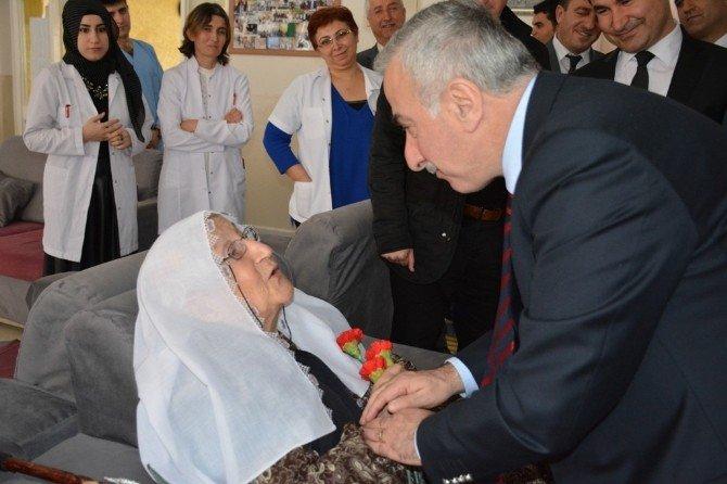 Malatya Valisi Süleyman Kamçı, 'İyilik Haftası' Etkinliğine Katıldı