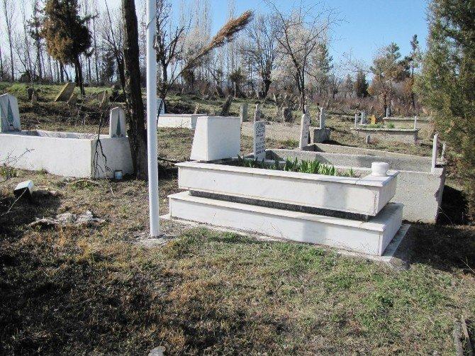 Mezarlıktaki Yangında Şehit Mezarı Zarar Görmedi
