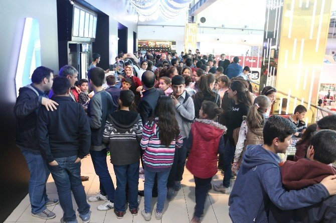 Büyükşehir Belediyesi'den Suruçlu 216 Öğrenciye Sinema Keyfi