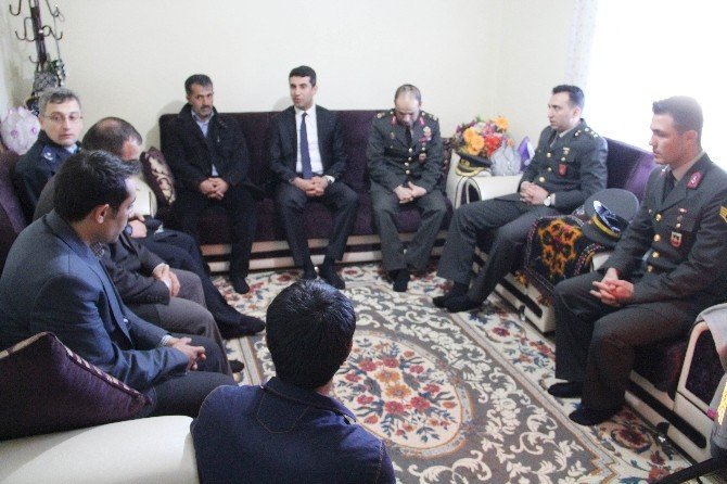 Kaymakam Kazez, Şehit Ailelerini Ziyaret Etti
