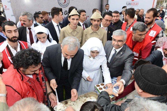 Türk Kızılayı'ndan 2 Bin Kişiye Yemek İkramı