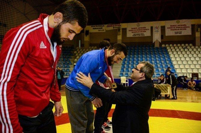 Tokat'ta Türkiye Gençler Serbest Sitil Güreş Şampiyonası