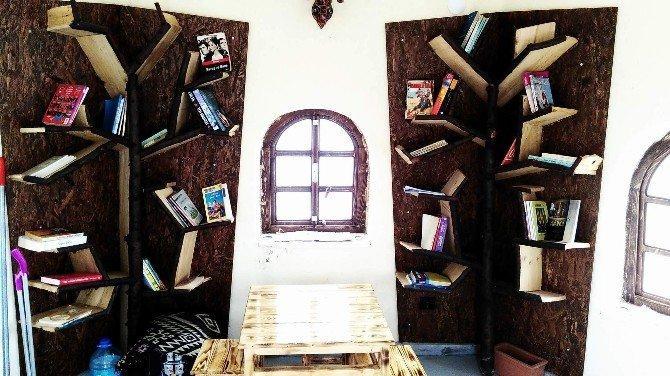 Türkiye'nin İlk Yel Değirmeni Kütüphanesi Hizmete Açıldı