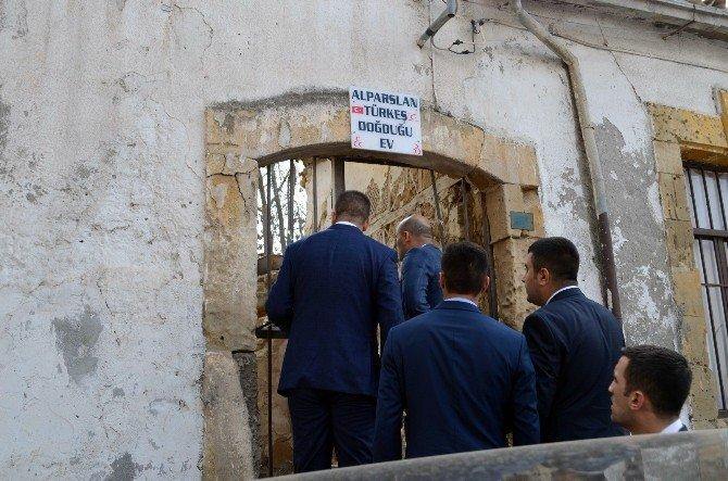 Ülkü Ocakları Genel Başkanı Kılavuz'dan KKTC Çıkartması
