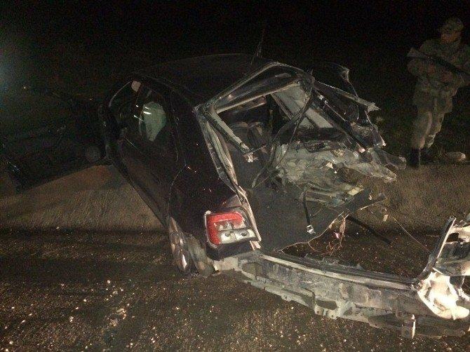 Otomobil İle Kamyonet Kafa Kafaya Çarpıştı: 1 Ölü