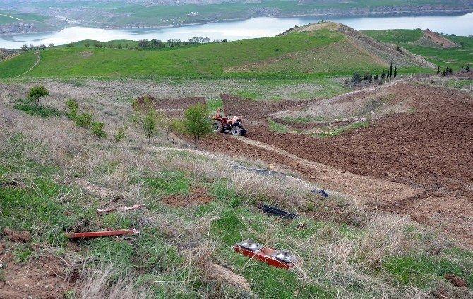 Kahta'da Traktör Devrildi: 1 Ölü