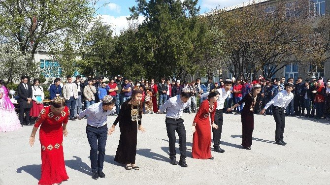 Ahmet Yesevi Üniversitesi Kentav Hazırlık Fakültesi'nde Nevruz Şenliği
