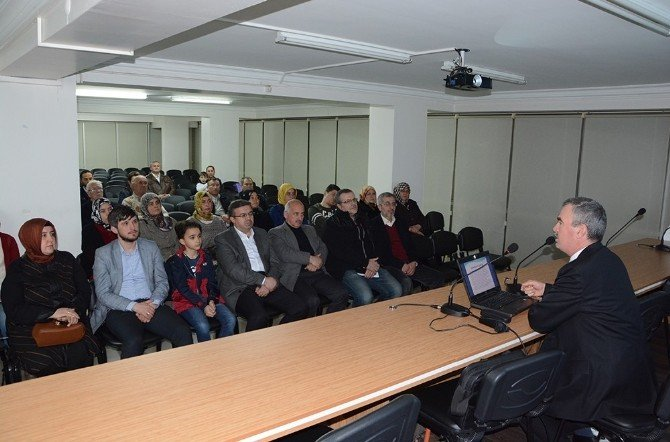 """Afyonkarahisar'da """"101. Yılında Çanakkale Ruhu"""" Konferansı"""