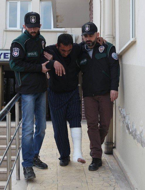 Polisi Karşısında Görünce Ayağını Kırdı