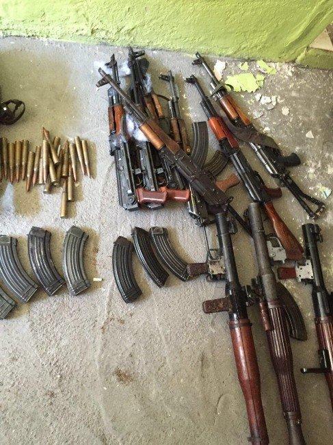 Diyarbakır Kaynartepe'de Çok Sayıda Silah Ve Mühimmat Ele Geçirildi
