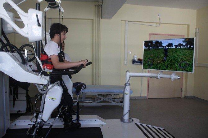 11 Yaşındaki Seymen, Robotik Yürüme Cihazıyla Yürümeye Başladı