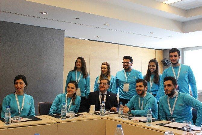 """Celep'ten Gençlere, """"Türkiye'de Çok İş Fırsatı Var"""