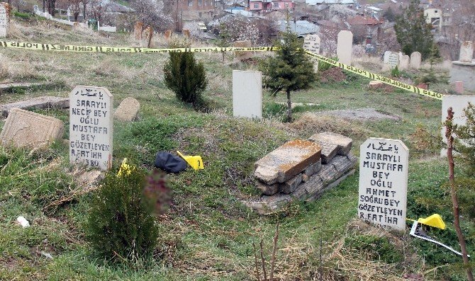 Babasının Mezarında İntihar Etti
