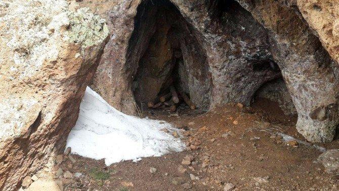 Erzurum'da, PKK'nın 1 Ton Yaşam Malzemesinin Bulunduğu 4 Sığınak İmha Edildi