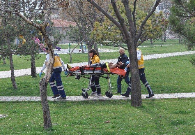 Parkta Bıçaklı Kavga: 1 Yaralı