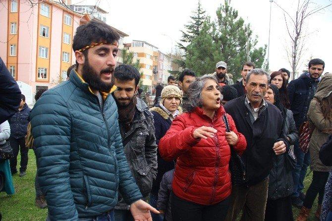 Eskişehir'de Havlu Ve Kağıtlarla Nevruz Ateşi