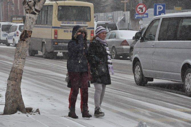 Kars'a Kış Geri Geldi