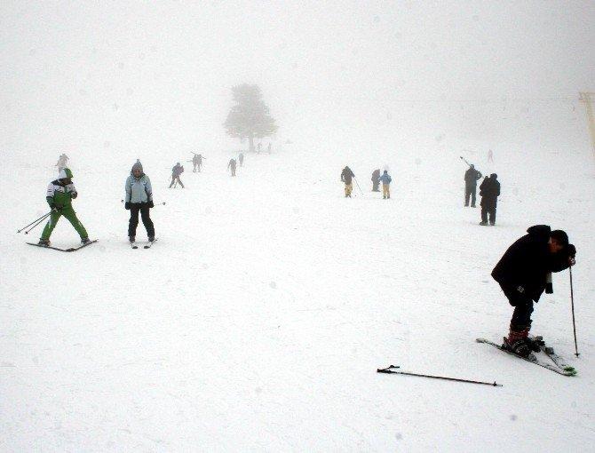 Ekonomi Zirvesi Öncesi Uludağ'da Kar Sevinci