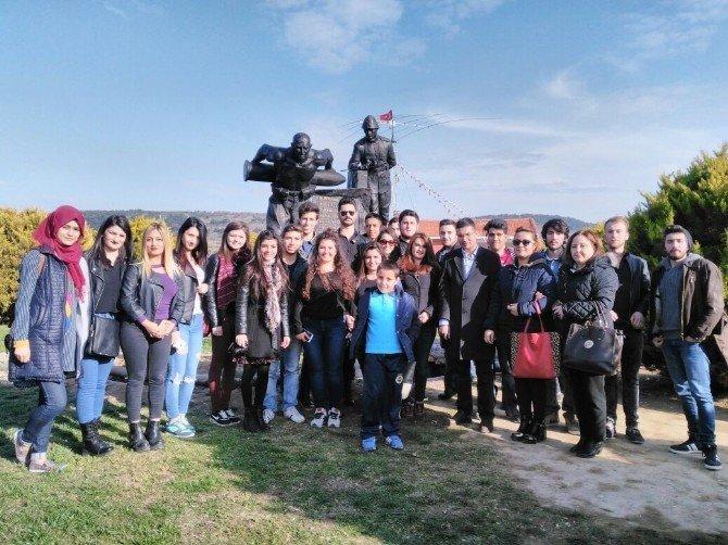 Burhaniye Meslek Yüksekokulu Öğrencileri Seyit Onbaşı Anıtını Ziyaret Etti