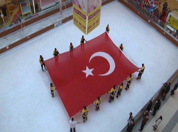 Malatya Buz Hokeyi Takımı, Çanakkale Zaferi Dolayısıyla Gösteri Maçı Düzenledi