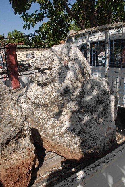 M.ö. 4'üncü Yüzyıla Ait Eserler Bahçe Duvarı Olarak Kullanılmış