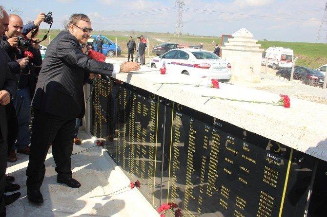 Bakan Eroğlu, Şehit Dedesinin Kabrini Ziyaret Etti