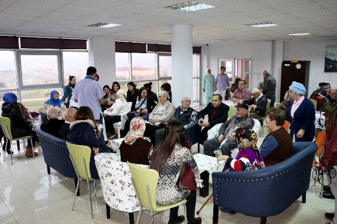 Anadolu Hastanesi'nden Huzurevi Sakinlerine Moral Ziyareti